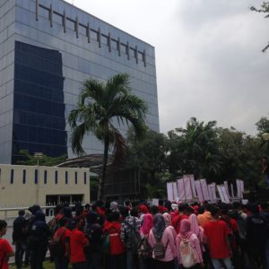 The Victim of Work Accident Laid off, Hundreds of Laborers Demonstrated at Toyota